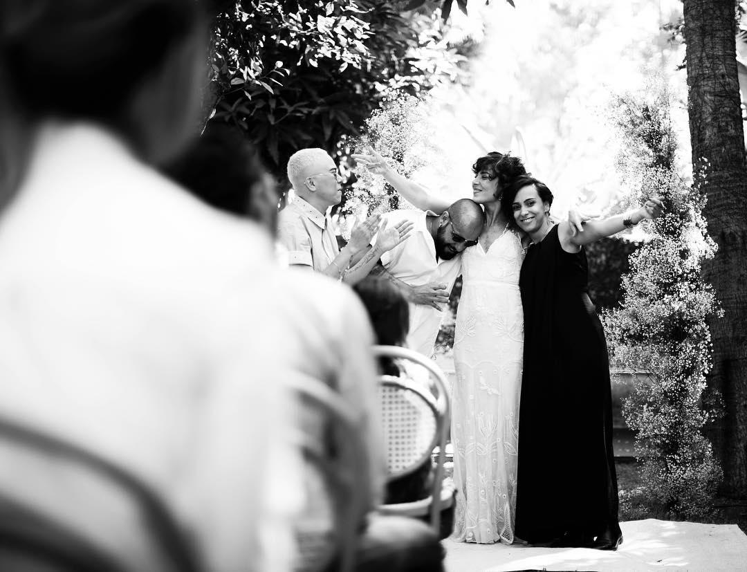 Maria Gadú e Lua Leça se casam em cerimônia ao ar livre em São Paulo; fotos