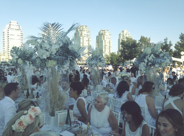 Diner en Blanc Vancouver 2016 at the Concord Pacific