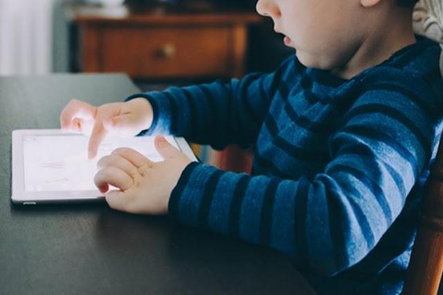 Awas! Ini Risiko Memberikan gadget Pada Anak di Bawah Usia 2 Tahun