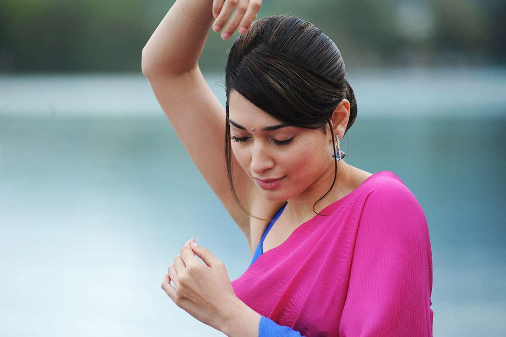 Tamanna Bhatia In Saree: Tamanna Bhatia Hot Pics In Pink Saree