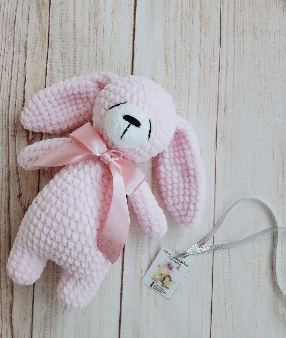 Free Crochet Pattern for a Little Amigurumi Bunny, So Adorable! | 1080x915
