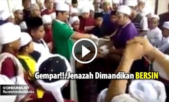 Video: Gempar Bila Jenazah Sedang Dimandikan Bersin!!..