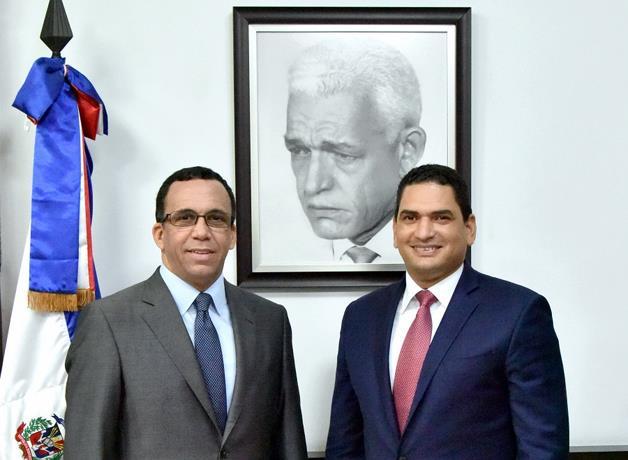 Navarro designa a Miguel Medina director de precandidatura y Evelyn Estrella vocera de Educación