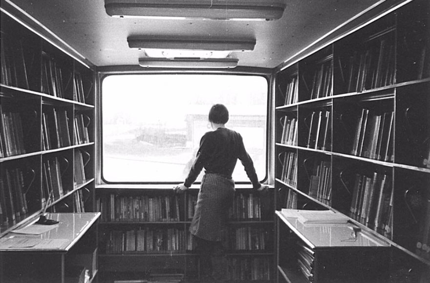 Before Amazon, We Had Bookmobiles 15+ Rare Photos Of Libraries-On-Wheels - A Bus With A View, 1967