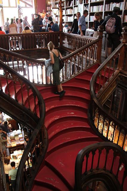 livraria lello staircase porto