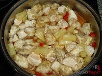 Pollo con piña listo para comer