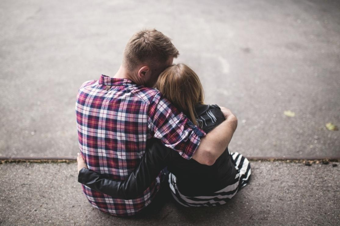 8 Cara Menunjukkan Cinta Pada Pasangan Tanpa Bilang 'I Love You'