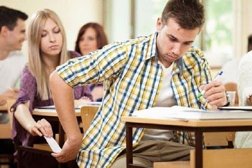 معلمة في السويداء تعتذر عن مراقبة الامتحانات والسبب ؟!!