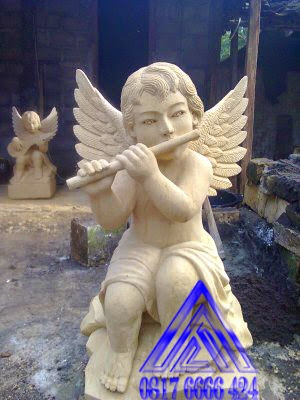 patung angel main seruling