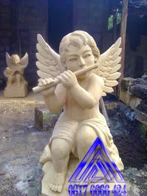 patung angel main seruling