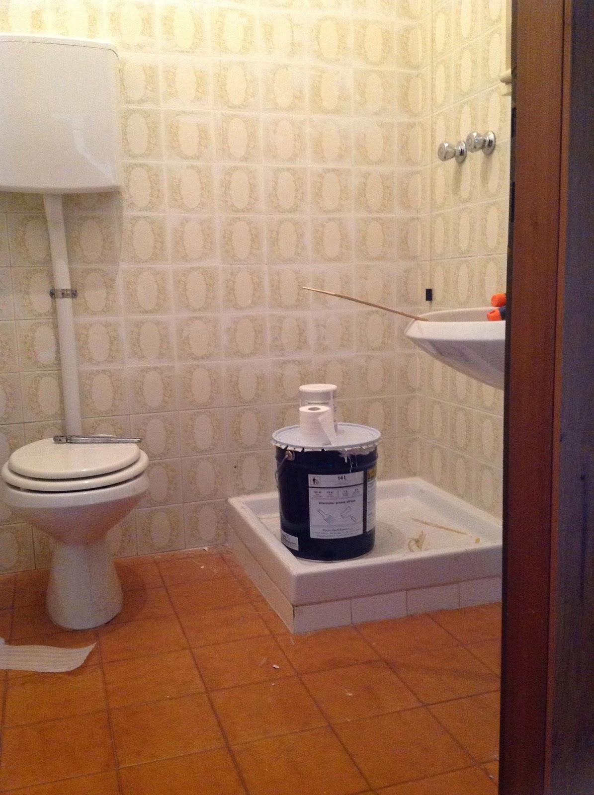 Coprire le piastrelle del bagno - Pareti bagno senza piastrelle ...