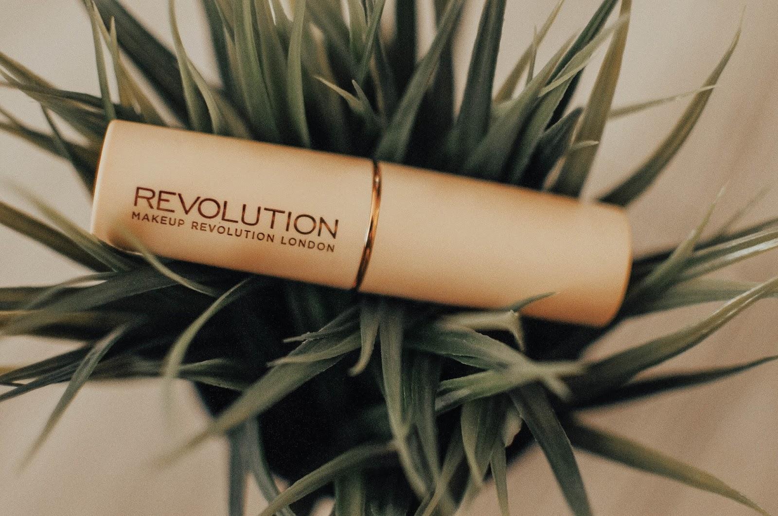 MAKEUP REVOLUTION FAST BASE FOUNDATION STICK F14 - IDEALNY DO KONTUROWANIA TWARZY ?