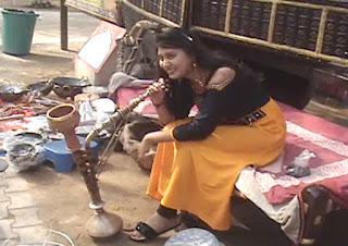Surajkund Mela Hariyanvi Hooke Dhoom, Young Hookah With Selfie