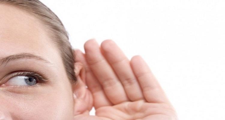 احذروا من تقبيل المرأة في الأذن .. و السبب لا يصدق