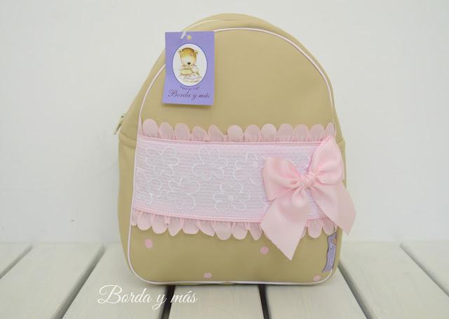 mochila petalos rosa