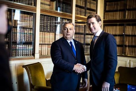 Orbán Viktor Brüsszelbe érkezett, Kurz-cal, Jansával és a V4-partnerekkel is tárgyal