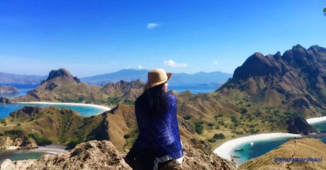 Traveller Cantik di Puncak Padar - Flores - NTT