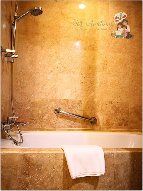 Somerset Millenium Makati Bathtub