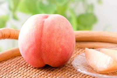 さあスーパーで桃を買おう! The 桃の簡単な切り方
