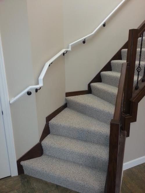32 Design Fails That Make Little — To Zero — Sense - That handrail is the jankiest thing I've ever seen