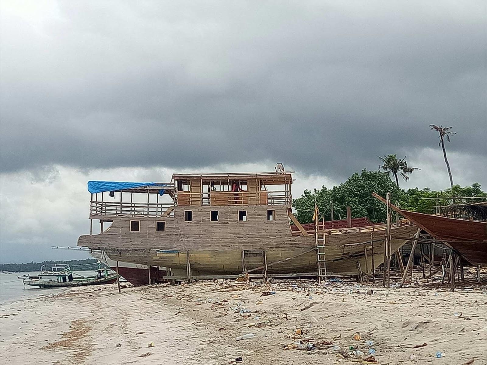 pembuatan kapal pinisi di tanah beru