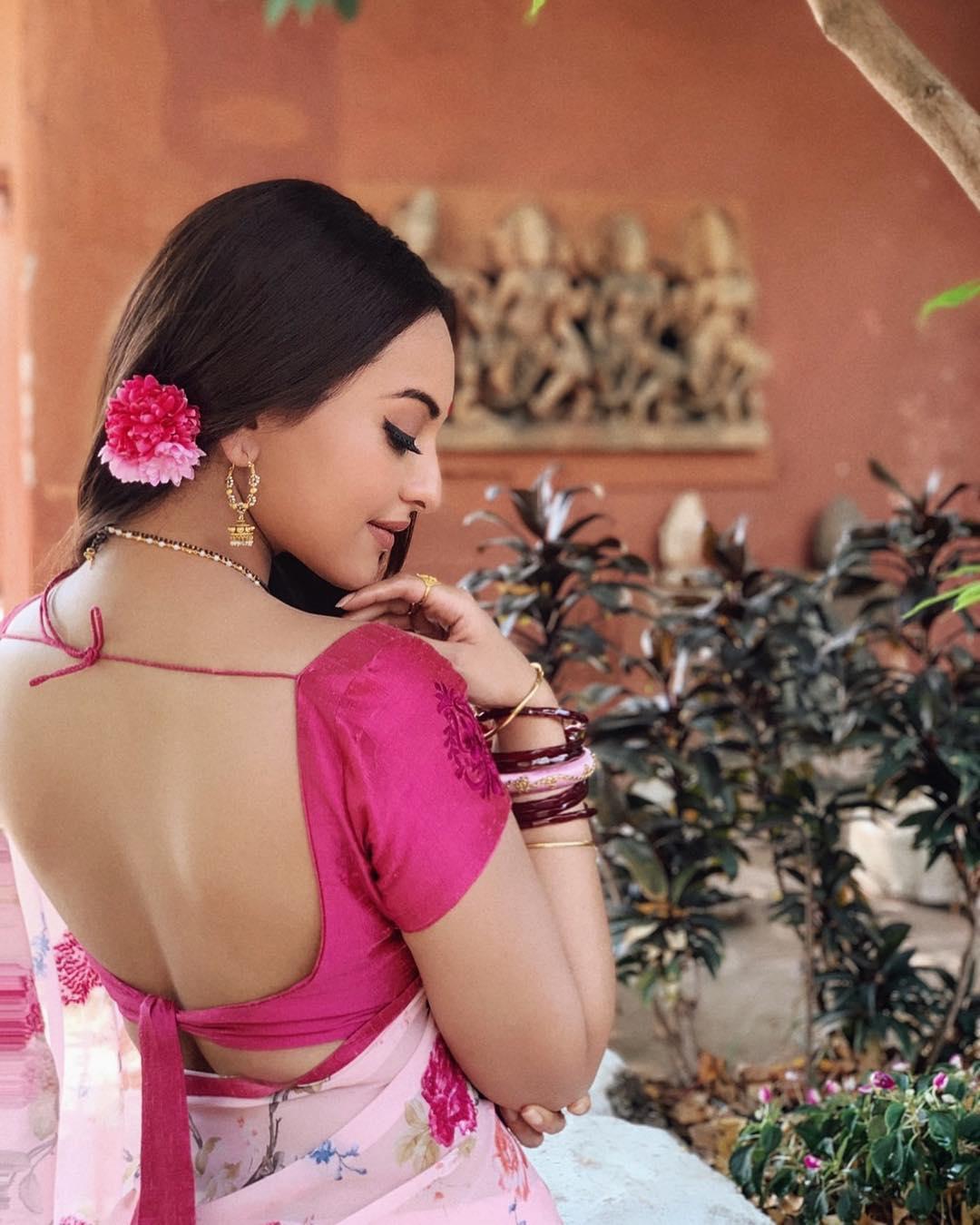 Sonakshi Sinha FIRST LOOK in Dabangg 3