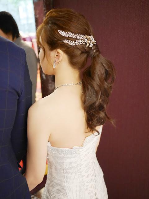 低馬尾造型 | 敬酒造型 | 新娘造型2018 | 新娘髮型 | 編髮造型 |新娘頭飾 |  銀色禮服 | 台北新秘 | 新北新秘 | 台北新秘推薦