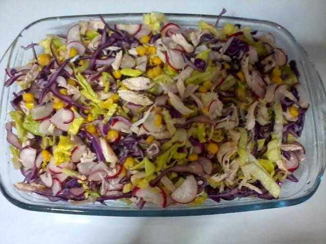 Receita de salada com frango desfiado