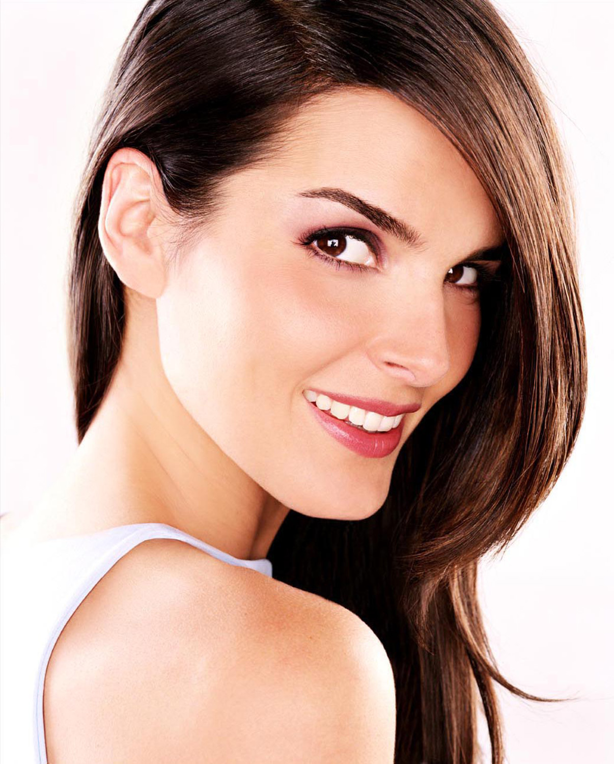 Actress and Celebrity Pictures: Angie Harmon
