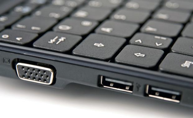 USB باللون الرمادي أو الأسود