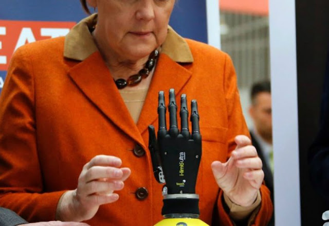 UK Free Bionic Hand Hands to Children with Disabilities
