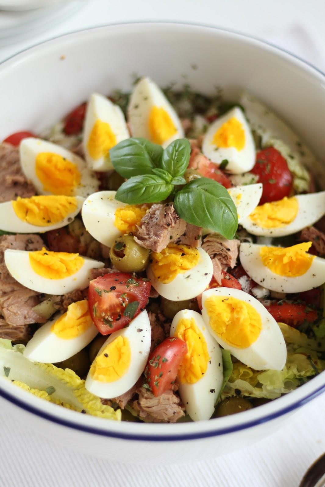 Salat Nizza mit Thunfisch und Oliven - Rezept für sonnige Frühlingstage