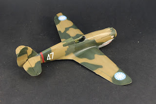 vernis du Curtiss P-40B Warhawk d'Airfix au 1/48.