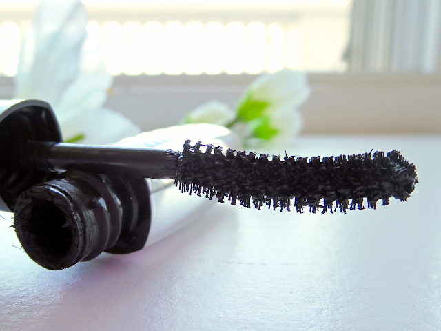a picture of L'Oréal Voluminous Superstar Mascara ; Close up brush side 2