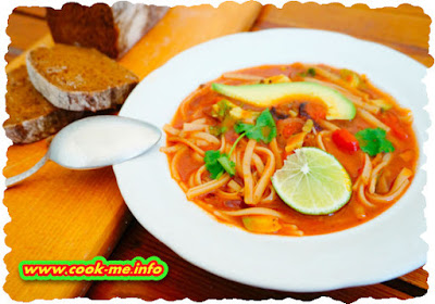 Tomato soup with noodles