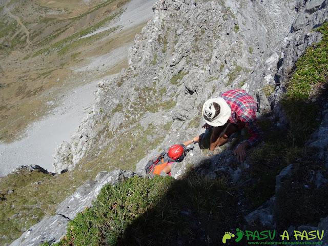 Ruta Peña Ubiña por la Arista Norte: Primera trepada en la arista norte