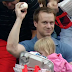 Fan at Phillies game catches foul ball while holding daughter (Video)