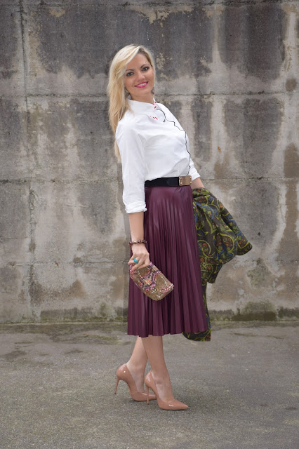 pleated skirt outfit how to wear pleated skirt how to combine midi skirt midi skirt outfit christmas outfit what to wear on christmas holidays fashion bloggers italy web influencer mariafelicia magno fashion blogger color block by felym winter outfit