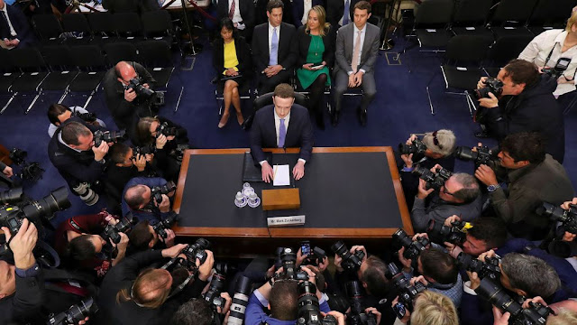 O CEO do Facebook, Mark Zuckerberg, testemunhou perante os senadores no Capitólio por aproximadamente cinco horas na terça-feira.