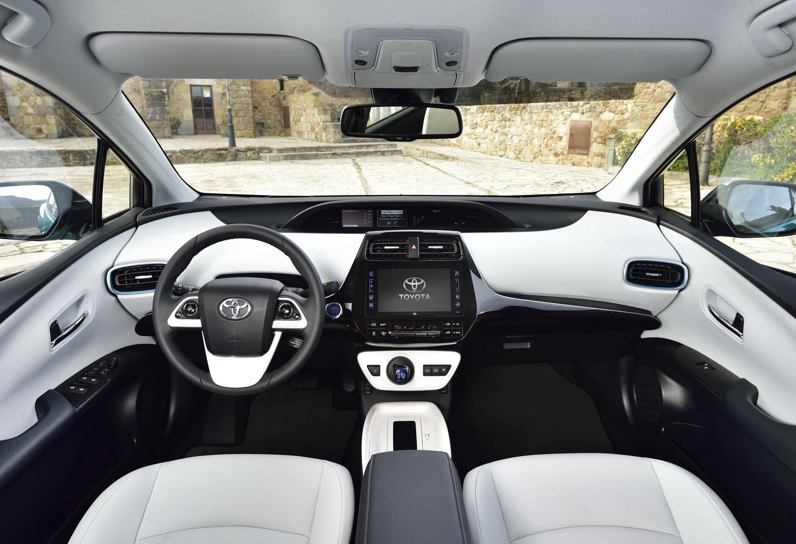 2016 - [Toyota] Prius IV - Page 14 2017-Toyota-PriusPHEV-41
