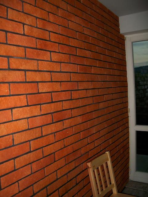 Klimatyczna ściana z cegły w kuchni