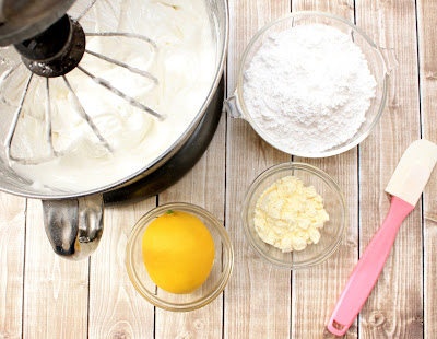 http://www.lilaloa.com/2011/05/royal-icing-with-dried-egg-whites.html