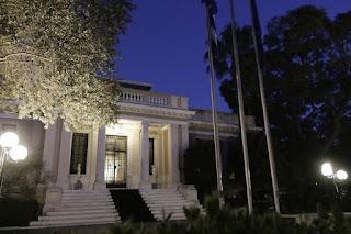 Οι δικοί μας πολιτικοί τρομάζουν τους Έλληνες