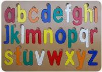 Mainan puzzle anak huruf kecil