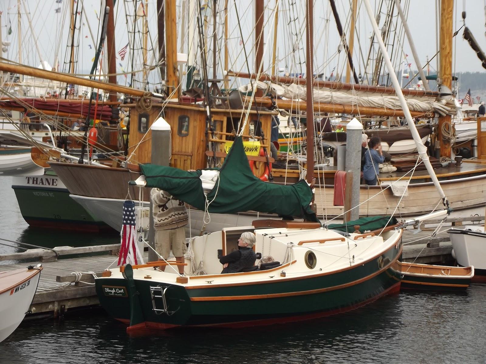 Фото на палубах яхт работает