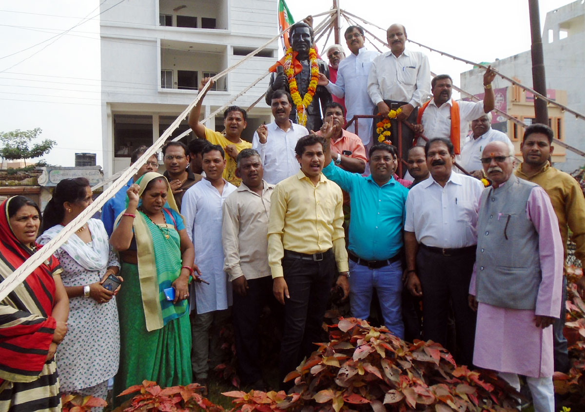 Jhabua News-भाजपा नगर मंडल द्वारा प. दीनदयाल उपाध्याय की 130 वीं जयंती मनाई
