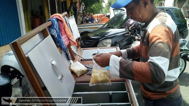 Penjual Kacang Kuah