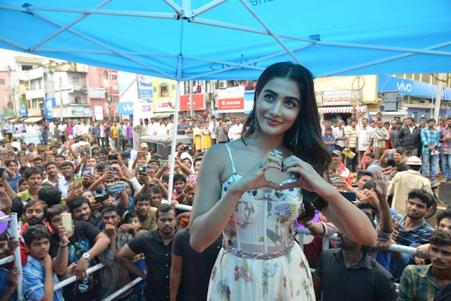 pooja hegde at LOT Mobile store