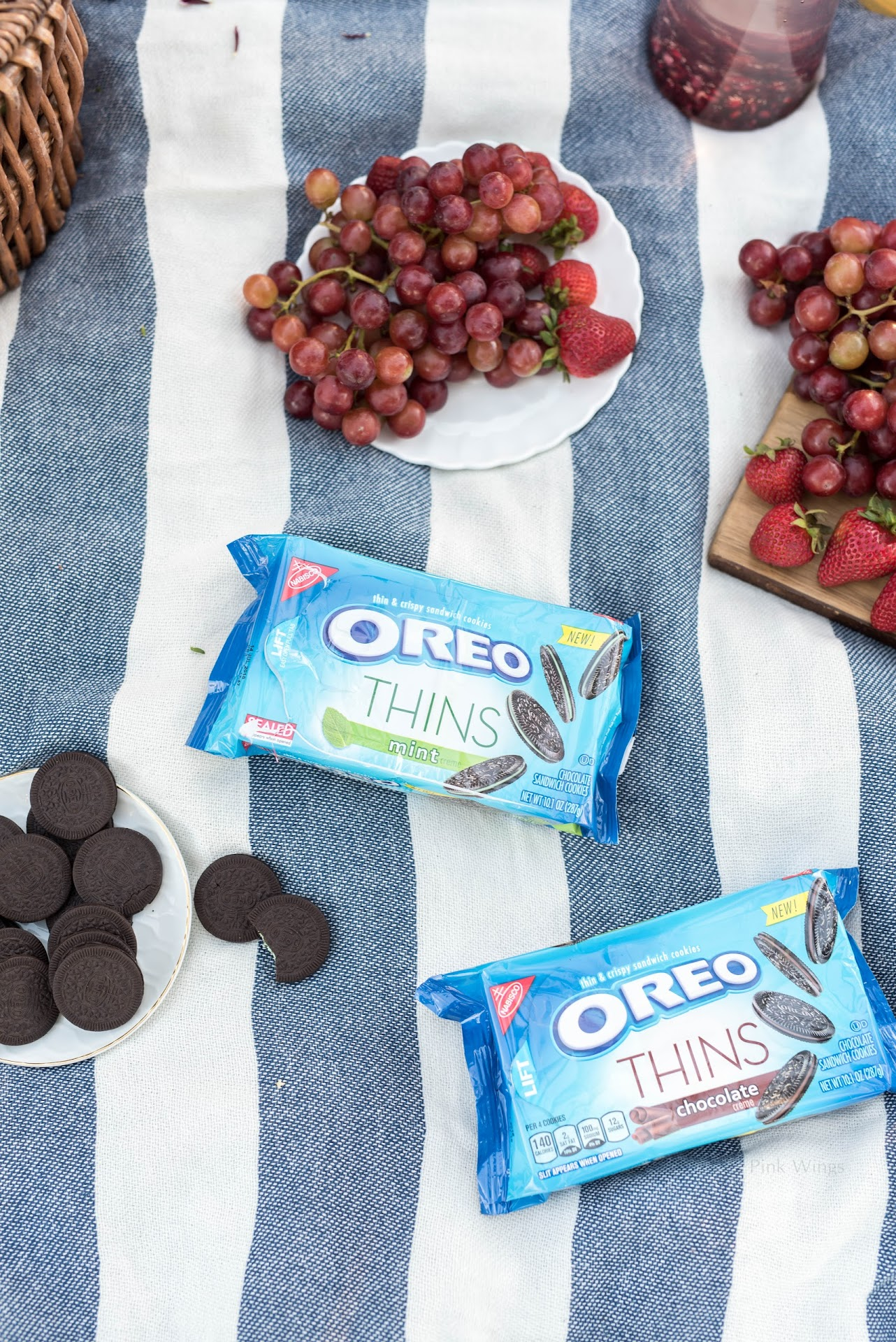 romantic picnic, picnic for two, how to throw the perfect picnic, picnic ideas, where to buy a picnic basket, tips for picnics, picnic blanket, picnic food ideas, picnic dessert, picnic dessert ideas, OREO THINS,