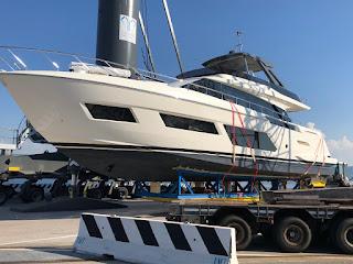 Operazioni doganali di Donelli Group per export yacht Ferretti